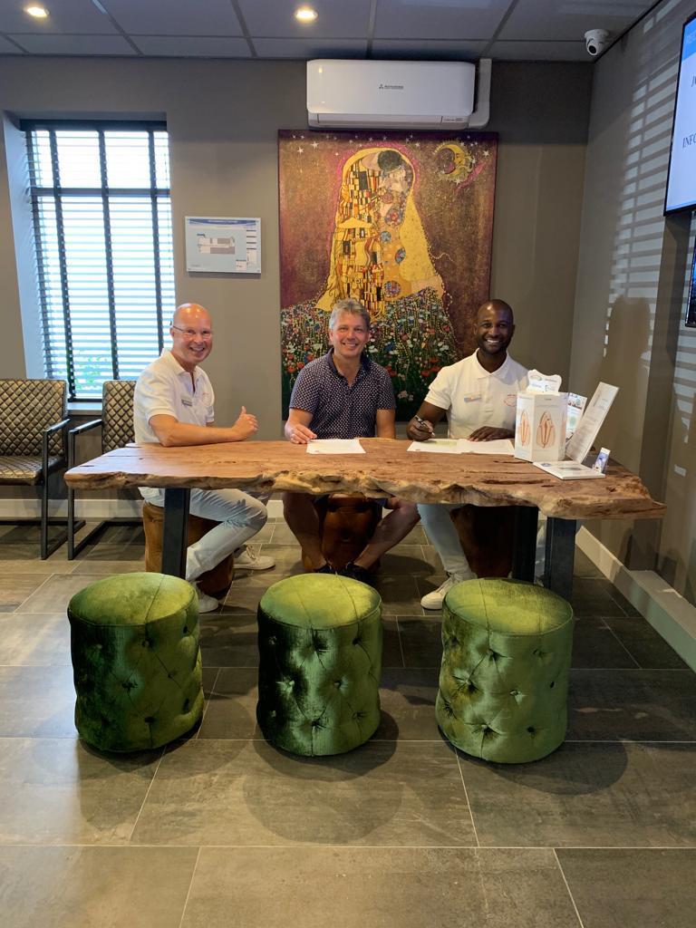 Orthodontiepraktijk 's-Gravenzande hoofdsponsor vv Naaldwijk jeugdafdeling