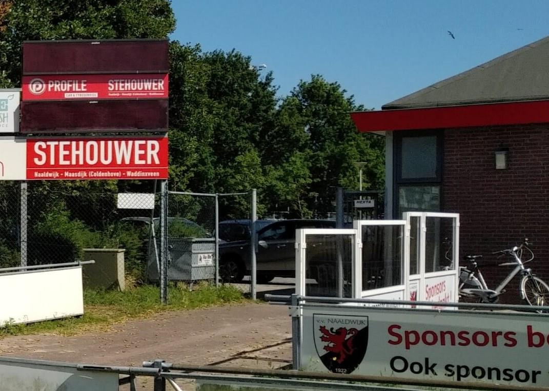 Profile Naaldwijk, Stehouwer sponsor scorebord vv Naaldwijk en rotonde bord