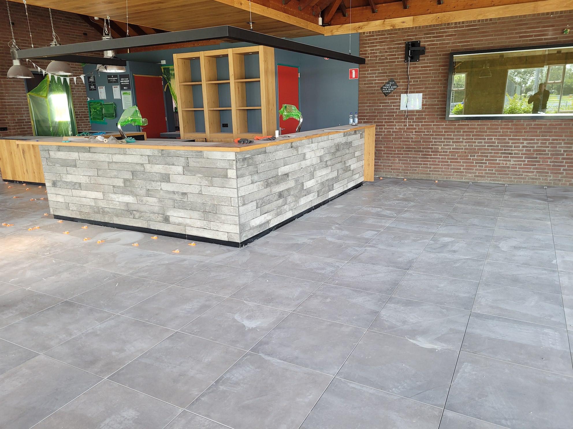 Nieuwe vloer clubgebouw en openingstijden kantine