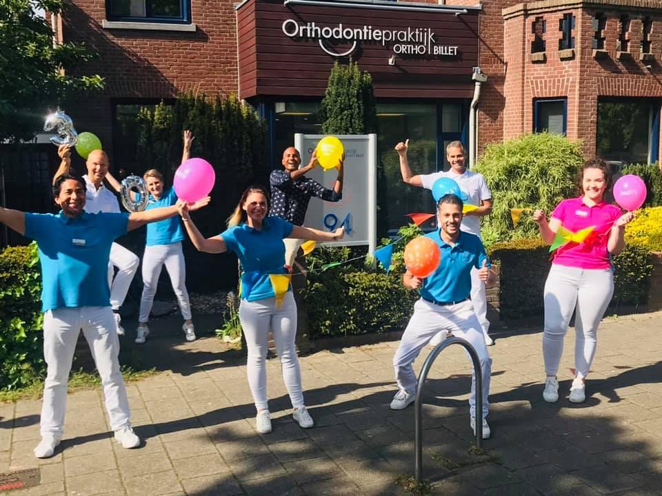 Hoofdsponsor jeugdafdeling Orthodontie praktijk 's-Gravenzande viert jubileum
