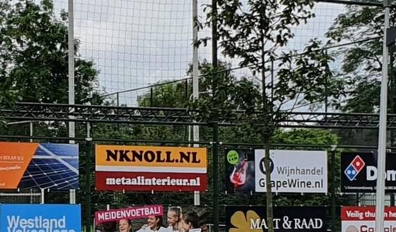 N Knoll bv / Metaalinterieur.nl breidt sponsoring bij vv Naaldwijk uit.
