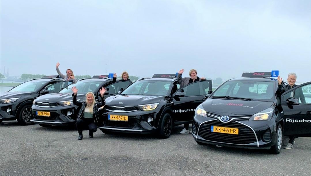 Rijschool Maud van Gent vernieuwd sponsorcontract vv Naaldwijk!